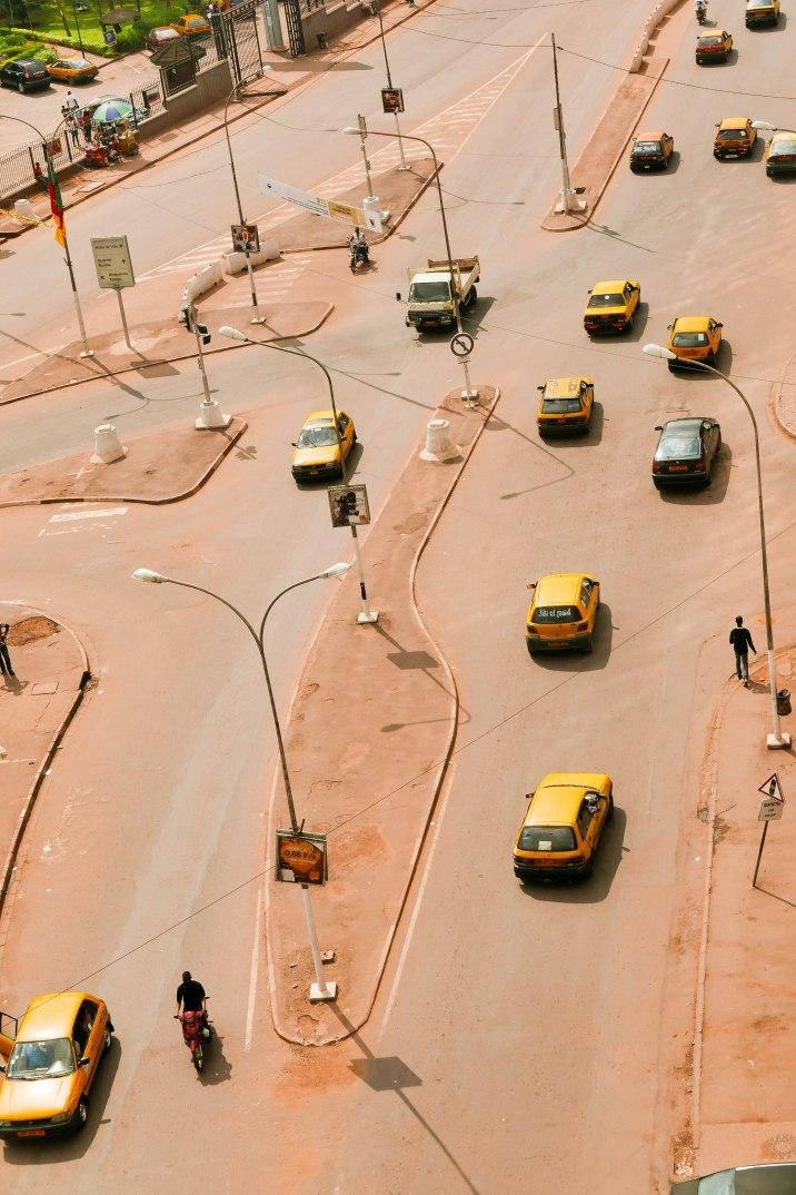 Eine seltene Situation mit fast leeren Straßen.