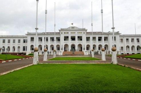 Der ehemalige Präsidentenpalast, in dem das Nationalmuseum Kameruns seit 2014 besucht werden kann.
