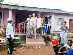 Familienfoto auf der hinteren Terasse