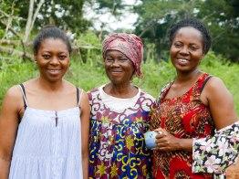 Josette mit ihrer Mutter und Schwester.