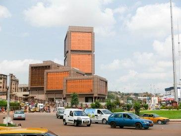 """Im Gebäude """"Immeuble de l'émergence"""" sind verschiedene Ministerien untergebracht. Berühmt ist das Gebäude wegen seiner vielen Jahre als Rohbau."""