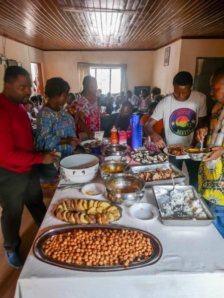 Hünchen, Rind, Fisch, Beignets, Ndolé für alle!