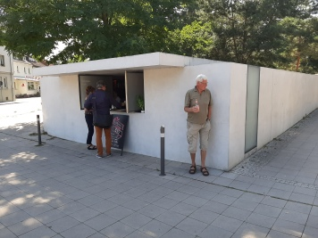 Mies van der Rohes Trinkhalle in Dessau