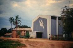 Blick auf die Kirche der Missionsstation und des Krankenhauses in Nyangao.